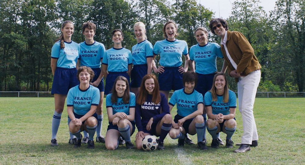""" Like boys "": When the cinema highlights women's football pioneers"